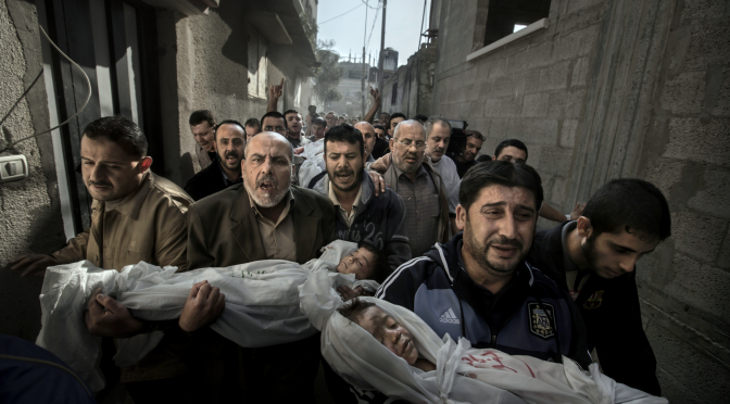 La fotografía de dos niños asesinados en Gaza gana el World Press Photo 2013